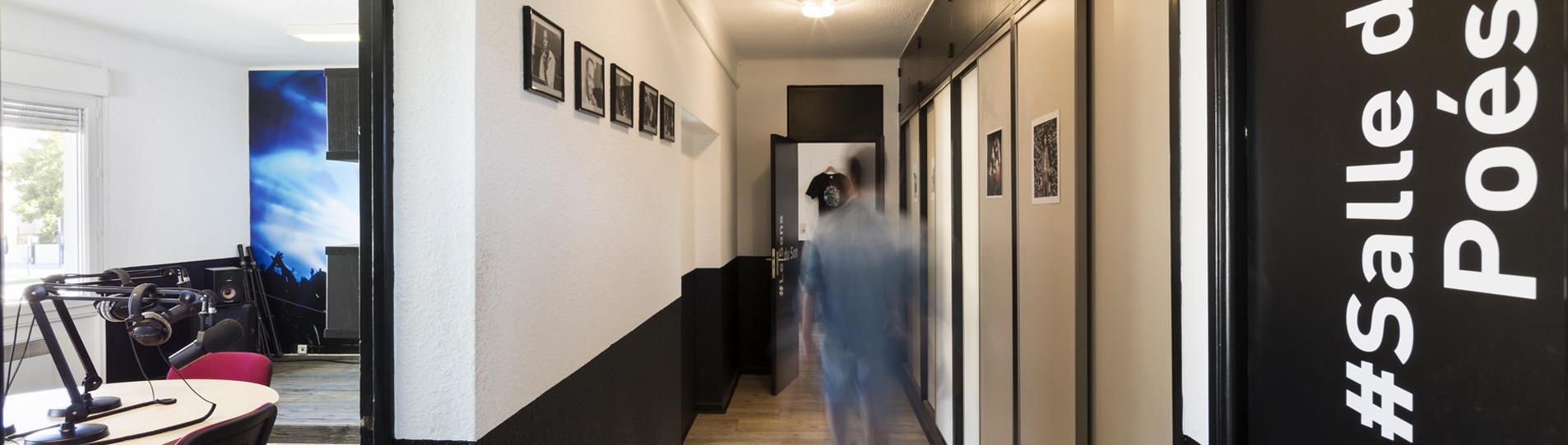 locaux radio clapas - couloir